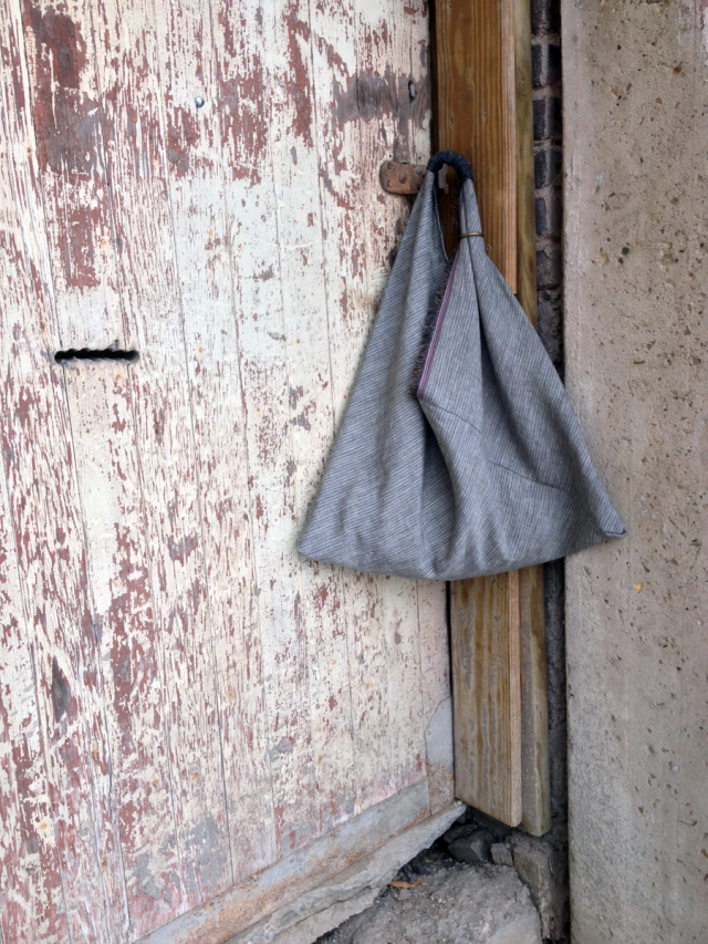 triangle bag on door vert